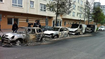 Фото сожженных автомобилей из Швеции - май 2013