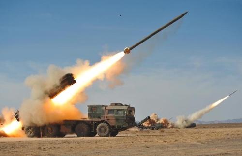 """БМ-30 """"Смерч"""", дальность 90км"""