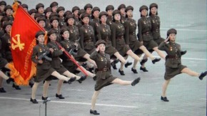 """1. Ким учился в частной школе в Швейцарии. Любил кататься на лыжах. Никакой информации о том, что он """"сумасшедший"""" во время его учебы не поступало. 2. Швейцария - это страна-лакей британского """"Подпольного Мирового Правительства"""" в Лондоне. 3. Верещит об ужасах Северной Корее и о том, что Ким - сумасшедший, вся Мировая Машина Пропаганды, которую контролирует Лондон."""